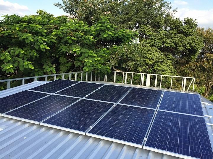 Ostrovní fotovoltaická elektrárna