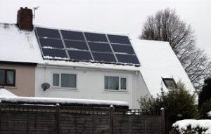 Funguje fotovoltaika vzimě? Kolik vyrobí elektřiny?
